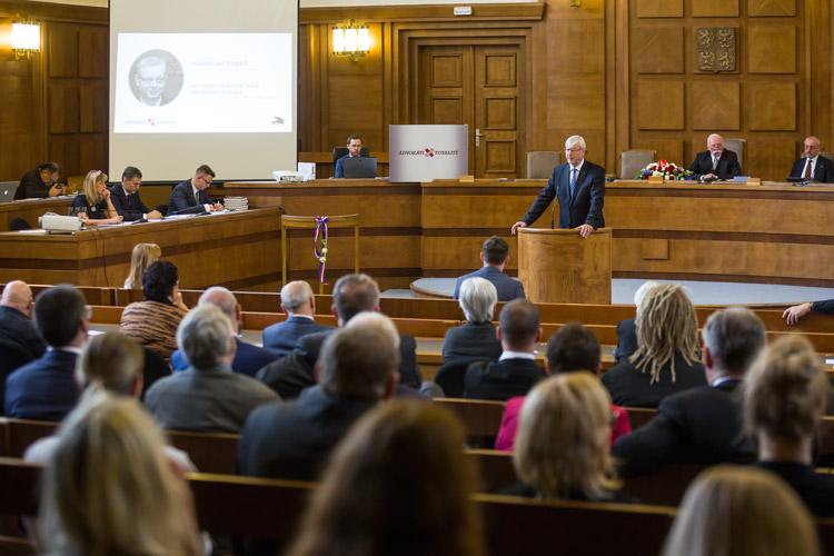 https://advokatnidenik.cz/wp-content/uploads/konf-odborne-panely.jpg